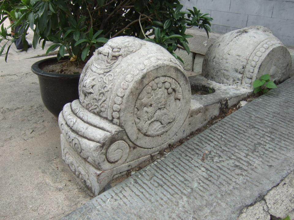 13桂公府門枕石