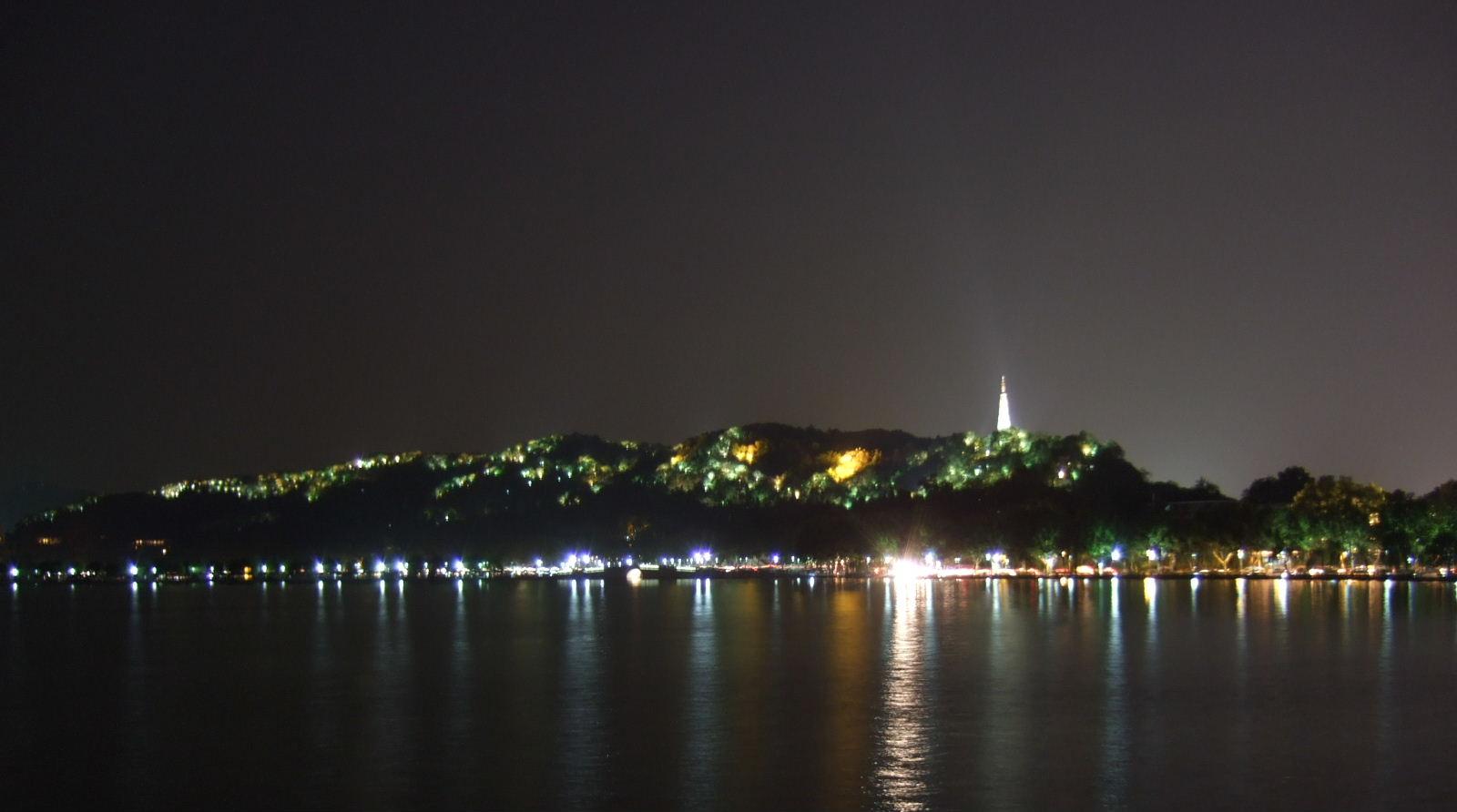 湖畔居夜景