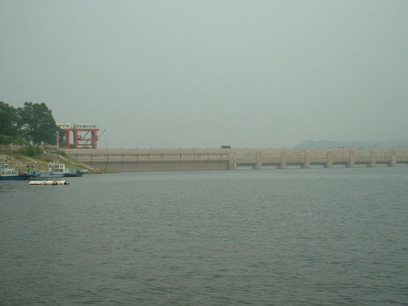 豊満ダム水面