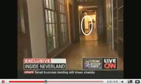 YouTubeより、「ネバーランドの邸宅にマイケル・ジャクソンの幽霊が現れる!」