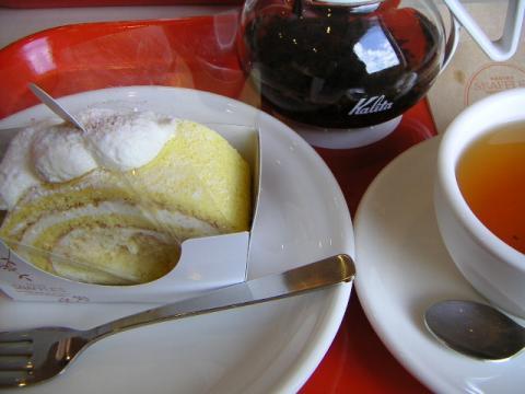 スナッフルズのロールケーキ