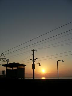 小長井駅ホームを臨む