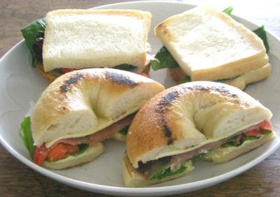 BIOcafeの塩ベーグルでサンドイッチ 2009.1.2