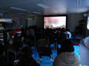 石巻 祐ホームクリニック 移動映画館 支援 12