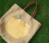 木のテーブル手作りバッグ