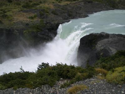 パイネ国立公園内の滝