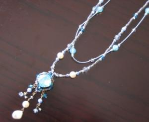 beads neckless-blue