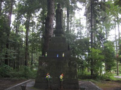 木立の中の大仏様