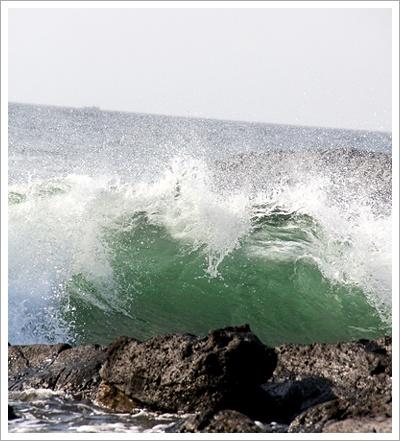 波にさらわれないように!