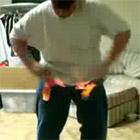 股間を燃やす少年