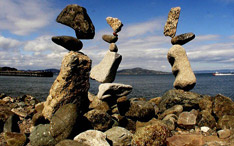 石でバランスアート