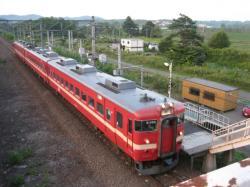 岩見沢行きの普通列車が停車中