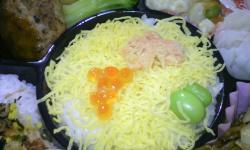 錦糸卵にイクラと鮭