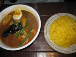 チキン&ベジタブルスープのイエローとターメリックライスL