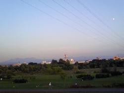 大雪山(左)と白い月(右)