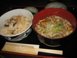 きのこご飯・きのこ汁セット 700円