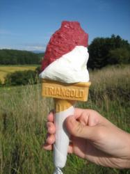 ミルクとぶどうのアイスクリーム(コーン)