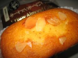「香ばしいアーモンドケーキ」98円