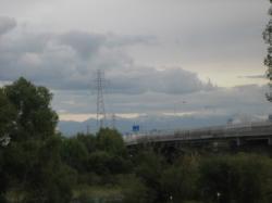 秋月橋から見える十勝岳連峰