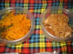 切り干し大根の煮付け(右)とカボチャの煮付け(左)