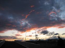橋の上の夕焼け