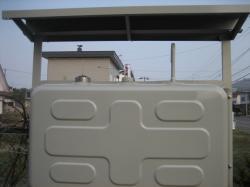 灯油タンク屋根と防犯キャップ付き給油口