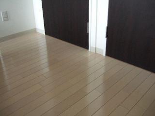 床の繋ぎ目