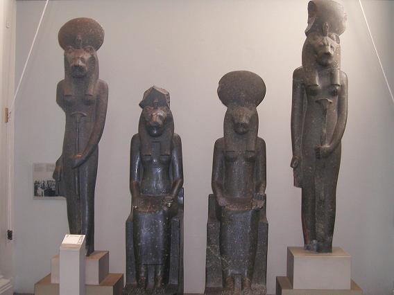 エジプトの神たち(なんだかは知らない)