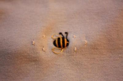 ハチさんの刺繍~♪
