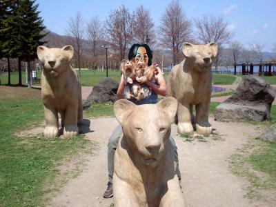 ライオンと3人娘