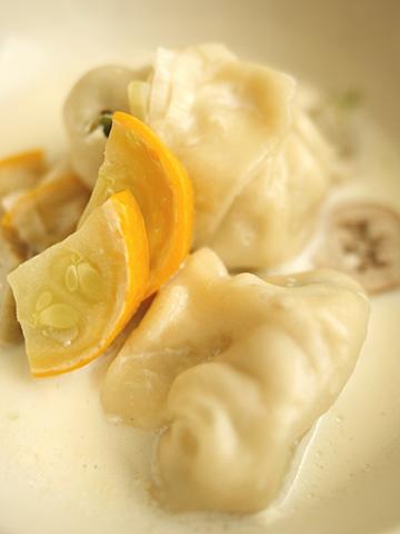 豆乳スープ餃子 (アップ)