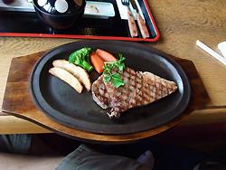 ステーキだす。