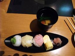 季節野菜の手まり寿司。上品!