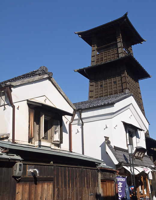時の鐘と白漆喰国造り扉の家 ...