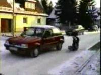 凍った道路の上で車を滑らせてみた