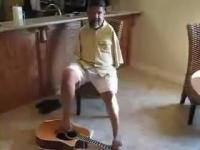アコースティックギターを足で弾く驚きのミュージシャン