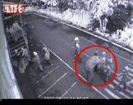 監視カメラが捉えた白昼堂々と5歳の子供を誘拐しようとする小児性愛(ペドフィリア)
