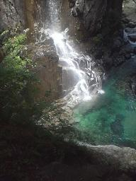 清涼感あふれる不動滝