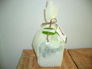 白い花包み