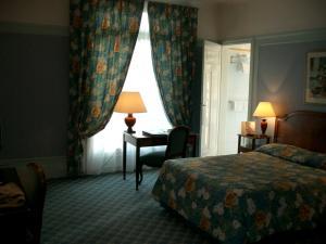 アンバサドールホテル部屋1