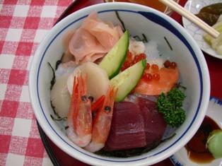 海鮮丼。ボリュームたっぷりです