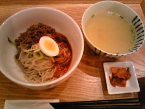 「ビビン麺」牛タン炭焼 慶州(福岡市)