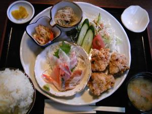「若鶏の唐揚げ定食」くもりのちはれ(那珂川町)