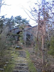 「ロビーへの道」山荘 紗羅樹(湯布院)