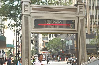 地下鉄レッドライン入口 モンロー駅