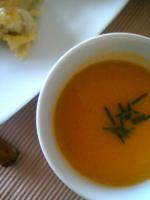 オレンジ色のスープ。