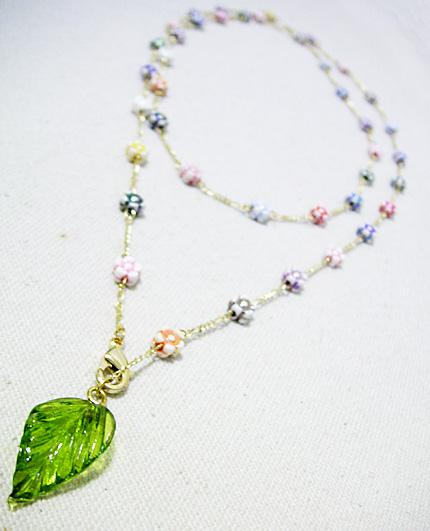 小さなお花と葉っぱのシンプルネックレス