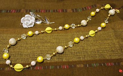 黄色とメロンカットビーズのロングネックレス