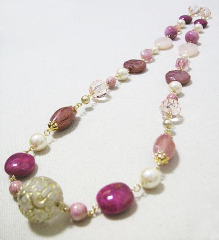 ピンクとパールの大玉ネックレス