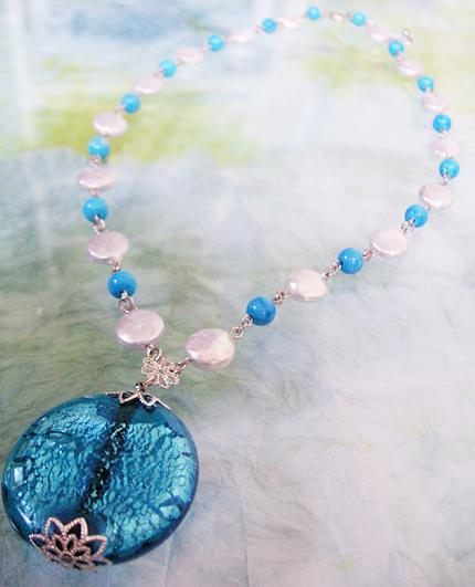 天然石とベネチアンビーズの銀色ネックレス